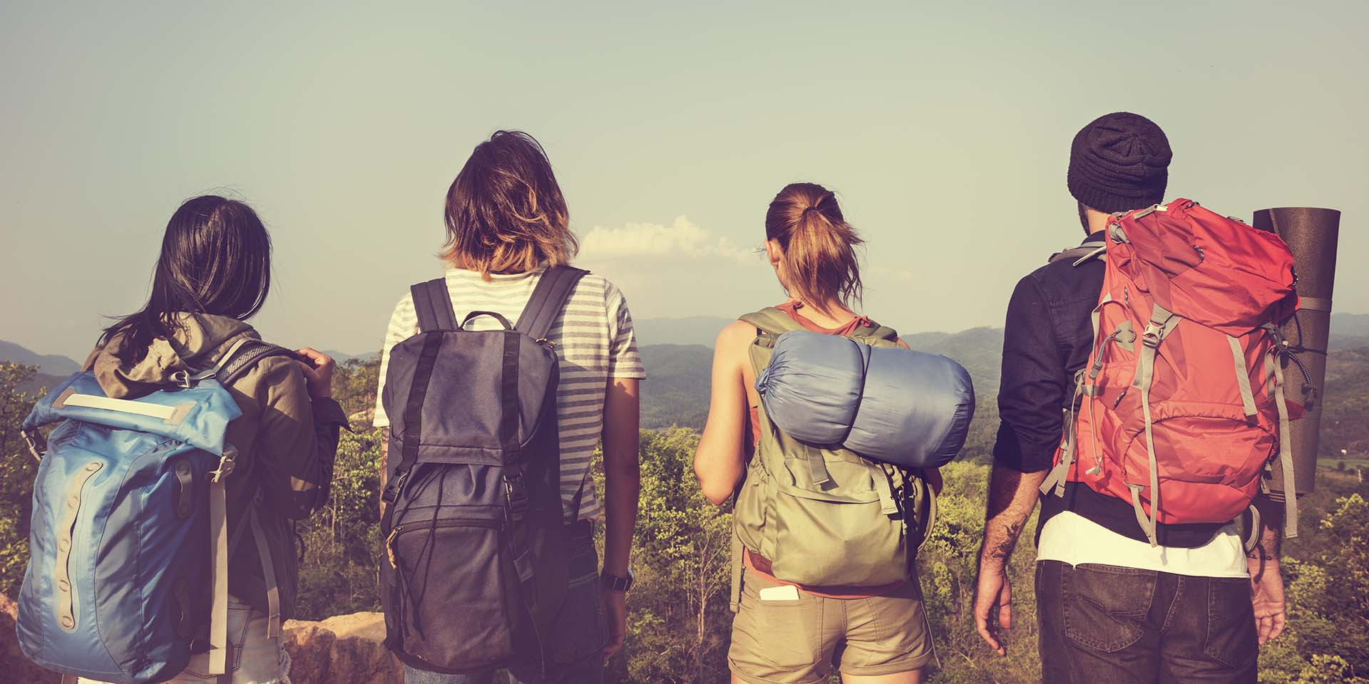 backpackers-getting-ready-for-travel